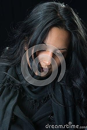 Mujer gitana seria del retrato