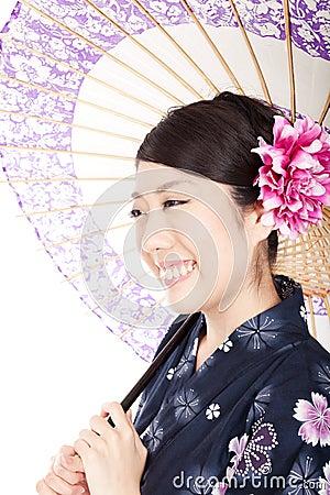 Mujer hermosa del kimono
