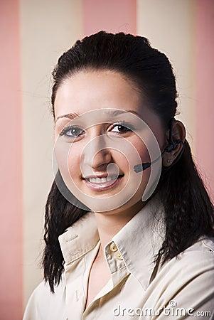 Mujer joven del operador del retrato
