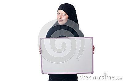 Mujer musulmán con el tablero en blanco