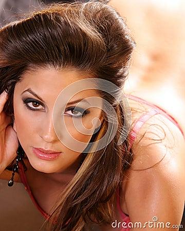 Mujer ocasional atractiva