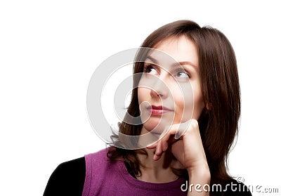 Mujer pensativa mirando blanco hacia arriba aislado