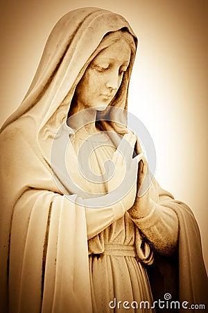 Mujer religiosa sufridora que ruega