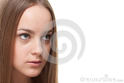 Mujer rubia que mira el copyspace