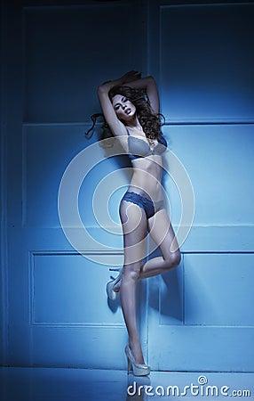 Mujer sensual en el humor romántico