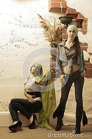 Mujeres atractivas en color de la sepia
