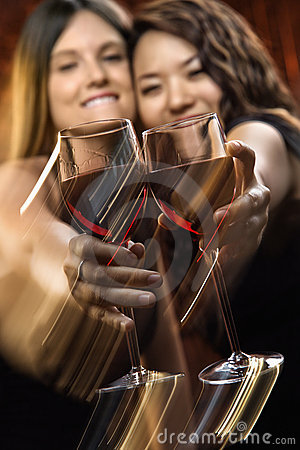 Mujeres con el vino rojo