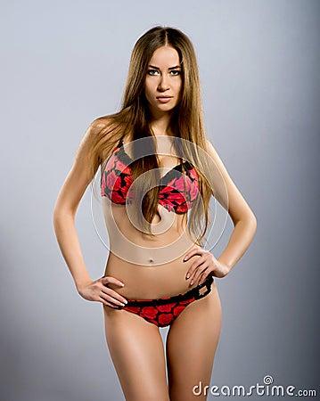 Mujeres jovenes perfectas en el traje de ba o rojo imagen for Chicas en el bano