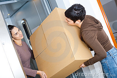 Mujeres que se mueven a casa