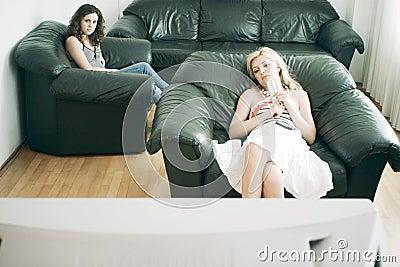 Mujeres que ven la TV