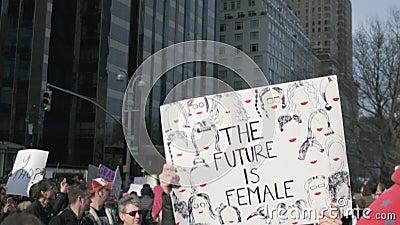 Mujeres ` s marzo de 2018 en New York City metrajes