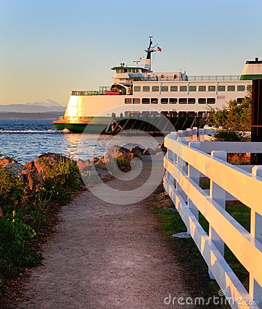 Free Mukilteo To Bainbridge Washington State Ferry During Sunset. Royalty Free Stock Image - 28475386