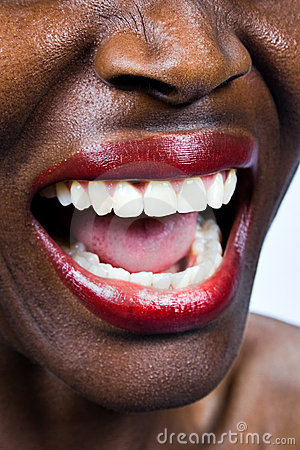 Mulher africana que grita