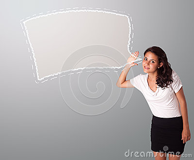 Mulher bonita que gesticula com espaço abstrato da cópia da bolha do discurso