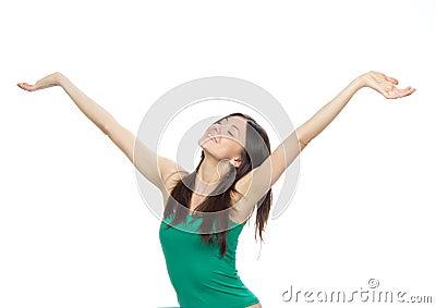 A mulher com braços abre a liberdade e os happines do sentimento