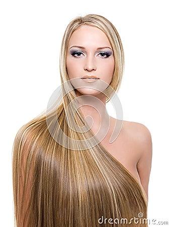 Mulher com cabelo louro por muito tempo reto