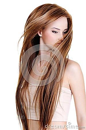 Mulher com cabelos retos longos da beleza