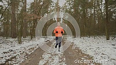 Mulher correndo de manhã Adequar-se a uma mulher confiante e a preparar-se para a corrida de campeonatos Atleta em execução inten filme