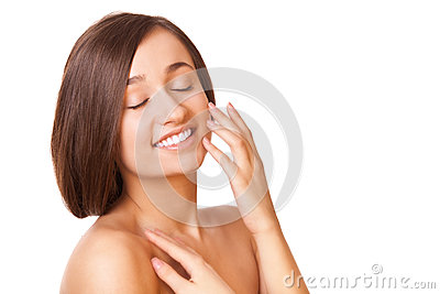 Mulher da elegância com pele limpa saudável