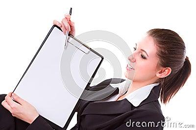 Mulher de negócio que faz a apresentação na placa