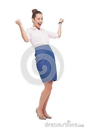 Mulher de negócios bem sucedida com punhos apertados