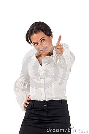 A mulher de negócio nova sorri e configura o polegar