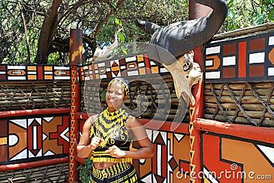 Mulher do tribo Zulu, África do Sul Fotografia Editorial