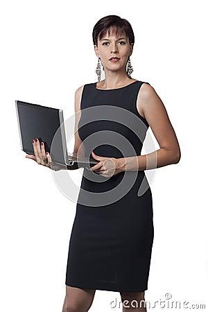 Mulher e portátil de negócio