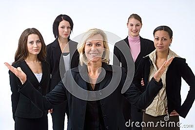 Mulher e sua equipe