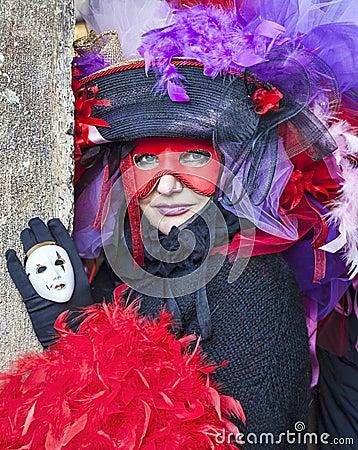 Mulher em um disfarce Venetian Imagem de Stock Editorial