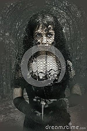 Mulher gótico no véu preto
