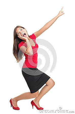Mulher gritando e apontando