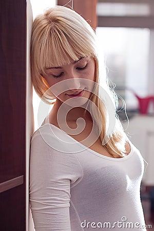 Mulher loura bonita