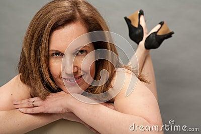 Mulher mais idosa  sexy  no estúdio