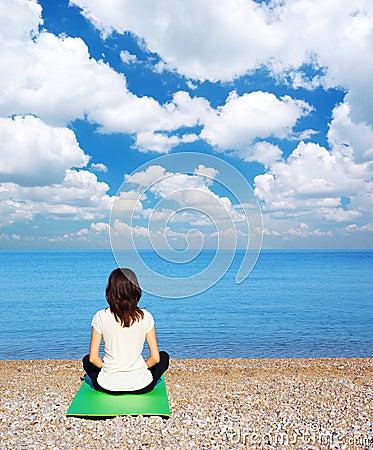 Mulher na meditação