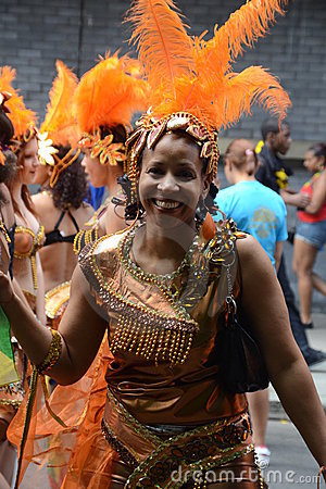 Mulher no carnaval, Notting Hill do smiley Imagem de Stock Editorial
