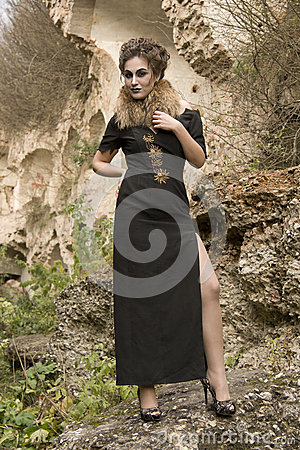 Mulher no vestido de noite