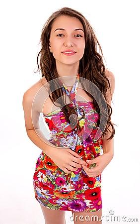 Mulher a no vestido do verão