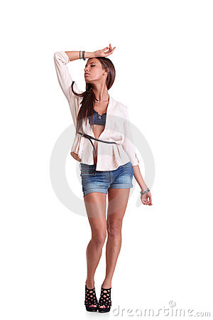 Mulher positiva nos shorts