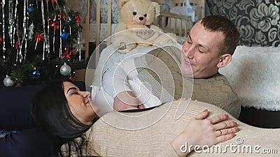 Mulher que espera o bebê O relacionamento entre um homem e uma mulher ao esperar o bebê filme