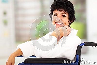 Mulher que recupera a doença