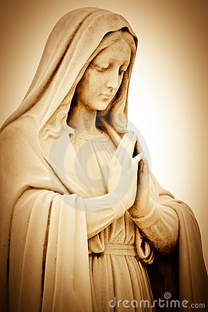 Mulher religiosa de sofrimento que praying