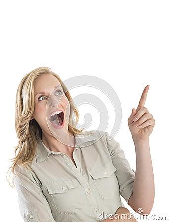 Mulher surpreendida com gesticular aberto da boca