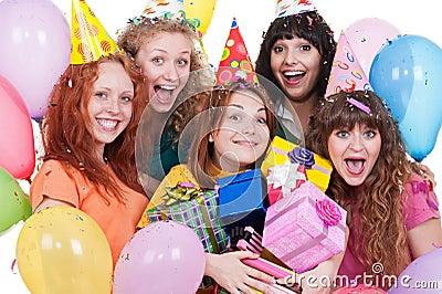 Mulheres alegres com presentes