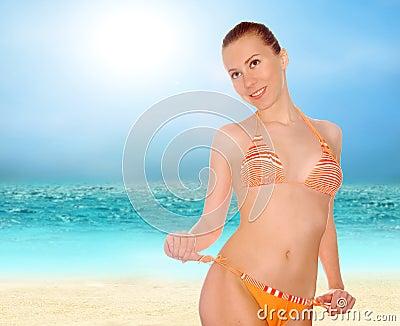 De Stock Mulheres Bonitas Na Praia Tropical Ensolarada No Bik