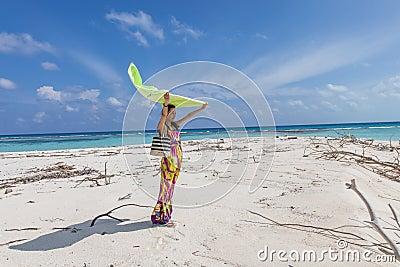 Imagem De Stock Royalty Free Mulheres Bonitas Novas Na Praia Tropical