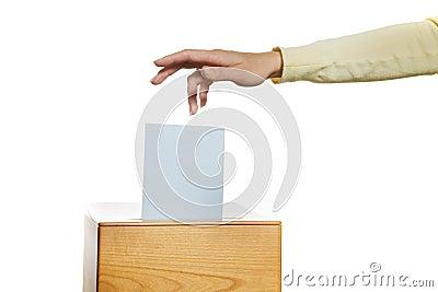 Mulheres na eleição com cédulas e caixa de cédula