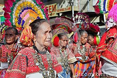 Trajes tipico do mundo  Mulheres-tribais-idosas-filipinas-thumb19003651