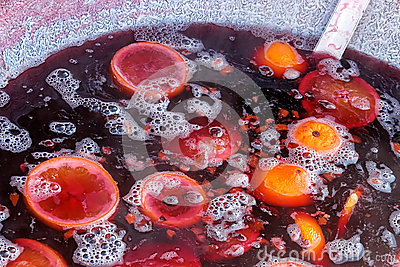 Mulled red wine with fruits
