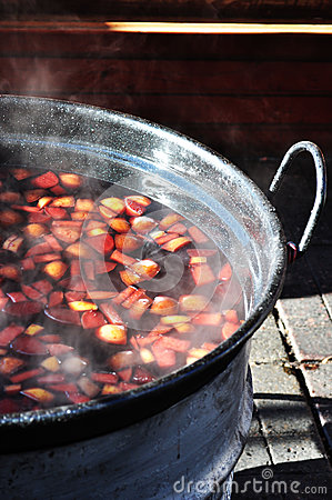 Mulled wine on fire